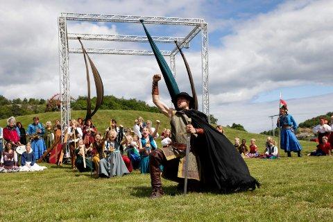 Stella Polaris' magiske sommerskole med forestilling på Gokstadhaugen i 2014.