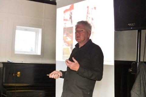 Folkemøte: Gullik Gulliksen har over 30 års erfaring med prosjektering i Sandefjord  og redegjorde for planskissen til den nye paradegata.