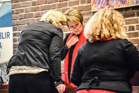 RØPET IDENTITETEN: Rådmann Gudrun Haabeth Grindaker (midten) har fortalt hvem som har varslet mot henne. Til stede var flere av kommunens ledere. Bildet er tatt i en annen sammenheng. Arkivfoto: Paal Even Nygaard
