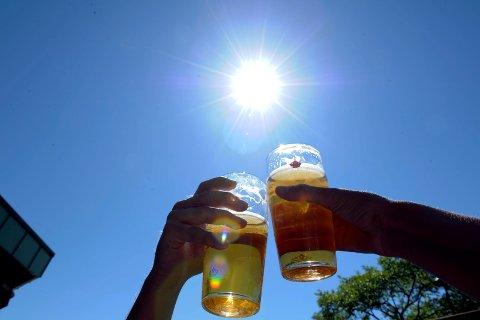 SKÅL: Sommeren er høytid for den såkalte utepilsen.