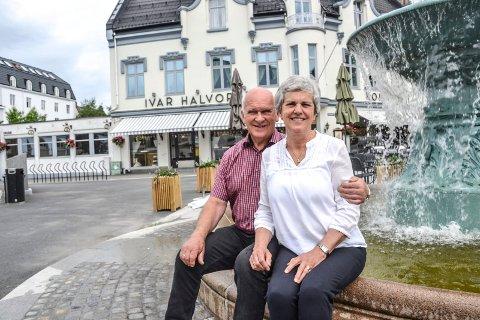 GIR SEG: Ekteparet Hans Martin Lang og Bente Aven Lang har inngått avtale med Nøtterø Bakeri om å ta over utsalget på Hvidts Plass. Produksjonen flyttes til Nøtterøy.