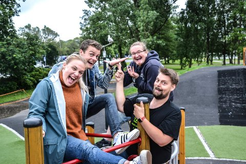IMPULSIV LEK: Ser de ei måke, er de raske til å improvisere noe morsomt. Nå inviterer de til impulsiv teaterlek i Fon-teltet i Badeparken. Fra venstre: Mari Dodd Kjølstad, Robin Haarsgard Larsen, Heljar Berge og André Klausen.