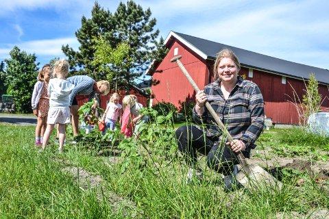 NYTT LIV: Helga Bonden Lund har flyttet hjem til gården og skaper nå nytt liv ved tidligere Bondens Hagesenter.