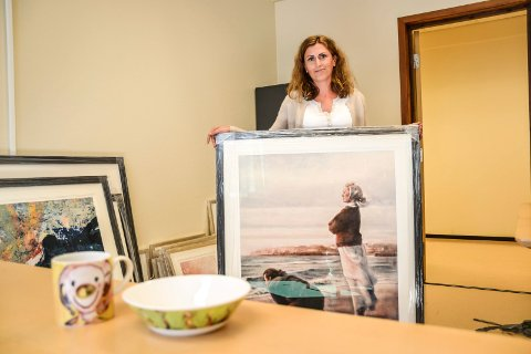 RØRT: – Vi ble rørt og helt satt ut av gaven, sier konstituert enhetsleder Valentina Veliqi ved Nygård bo- og behandlingssenter