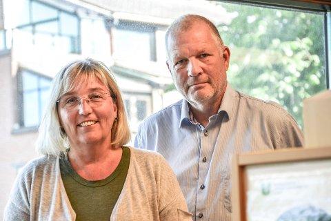 FORNØYD: Leder for boligkontoret, Torild Fogelberg Hansen, og seksjonsleder Roger Tverå er fornøyde med nedgangen.