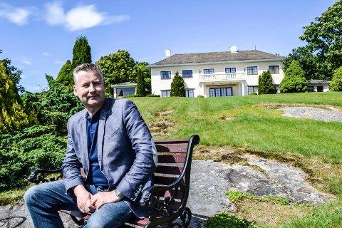 MANNEN BAK: Thomas Hoel Eriksen står bak eldresenteret Villa Mokollen AS. Den eksisterende villaen blir et servicebygg for alle de 22 beboerne, som får et nytt tilbygg.