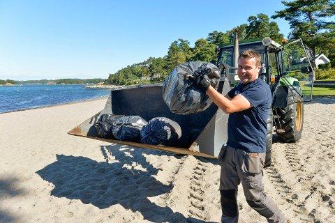 ÅRETS SISTE SØPPEL: Camping bestyrer Roger Sørsdal er strålende fornøyd med sin første sesong som campingbestyrer.