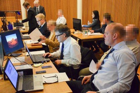 TO DØMT: To av de fire som var tiltalt i lagmannsretten idømmes fengselsstraffer. Reaksjonene på dommen er blandede. Her sitter de fire tiltalte i Sandefjord tingrett da saken startet der vinteren 2016.