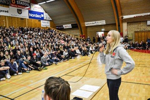 FIKK APPLAUS: Linn Elise Øhn Mehlen fra partiet Rødt satte tonen, da hun høstet applaus for kritikken mot fraværsgrensen i skolen.