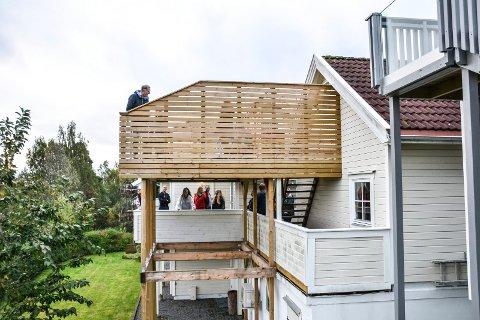 BUSKSKAUEN: Denne terrassen må rives, krever politikerne.
