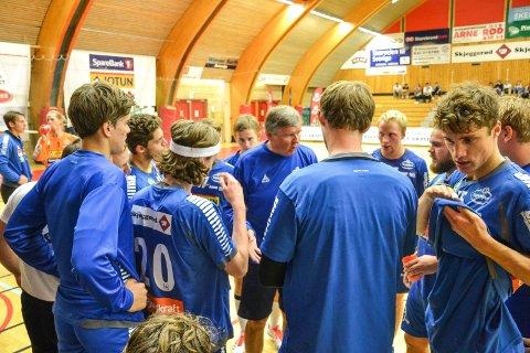 FØRSTE SERIEKAMP HJEMME: Gunnar Pettersen er stolt av det SH-spillerne har prestert i sesongstarten. Nå lader de opp til kamp mot Kristiansand. Arkivfoto: Paal Even Nygaard