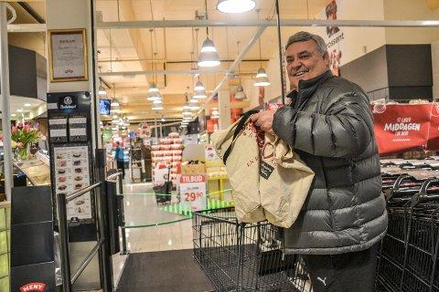 KUTTER PLAST: Det er for mye bruk av plastposer, mener Steinar Didriksen, som selv bruker handlenett så ofte han kan.