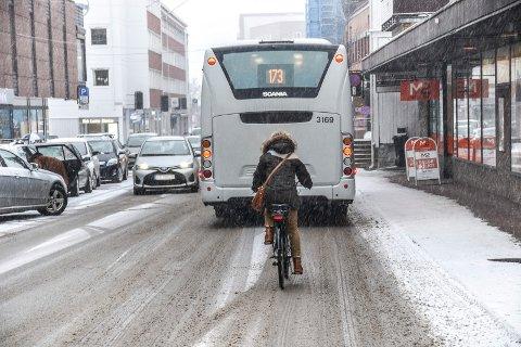 KLIMA OG MILJØ: Politikerne vil ha flere over på sykkel, blant annet som et miljø- og klimatiltak. Nå kan det se ut som tilbudet ikke er så populært som politikerne trodde, og rådmannen ønsker å skrinlegge planene.