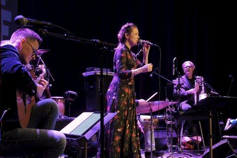 Støttet «My Home»: Bossa/samba/jazz-prosjektet Kelly Dickson m/Bitt av Brazillien startet den flotte musikkvelden lørdag.