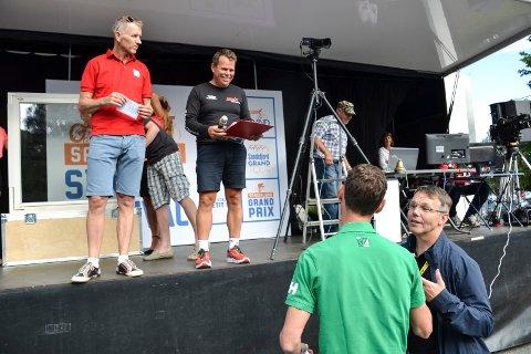 SLUTT:  Rune Steinsvik (t.v. på scenen) er leder i event delen av Sandefjord Sykleklubb gir seg etter NM. Det er ventet at flere kan velge å gi seg i klubben da. Foran står leder i Sandefjord Sykleklubb Bror-Lennart Mentzoni.