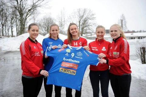 POSITIVE: Elin Sandertun Røed (STIF, f.v.), Olivia Haugland (HG Gokstad), Hanna Ingebretsen (STIF), Maja Mathisen (Sandar) og Benedicte Grøngaard Madsen (STIF) ser fram til å spille i SH-drakta neste sesong.