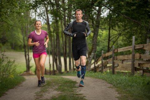 LØP HVER DAG: Frank Løke løp mange kveldsturer sammen med langrennsløperen Martine Ek Hagen under Farmen-oppholdet på Finnsvika gård utenfor Halden i fjor.