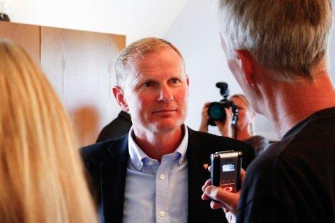 BEKYMRET: Stortingsrepresentant for Høyre og tidligere Stokke-ordfører Erlend Larsen er bekymret for fremtiden til Torp Sandefjord Lufthavn, dersom Vinmonopolet får enerett på å drive taxfree-salg på flyplasser i Norge.