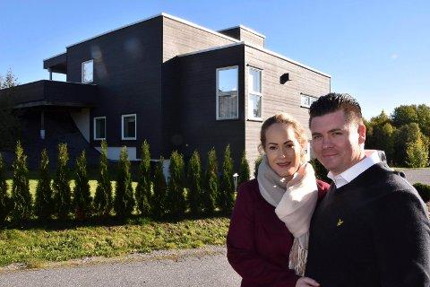 VANT: Marianne Fjeldsend og Thomas Bjørnstad fikk erstatning etter mangelfulle byningsarbeider på sin bolig.