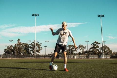 TILBAKE PÅ BANEN: Carl Christian Dokken Solli har kastet krykkene og er endelig klar for å spille fotball i USA.
