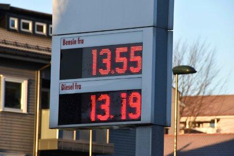 BILLIG DRIVSTOFF: Plutselig var det billig å fylle både bensin og diesel tirsdag morgen. Disse prisene er fra Shell i Tempokrysset.
