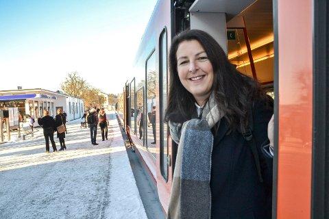 INVITERER: Prosjektsjef Hanne Sophie Solhaug i Bane NOR håper mange ønsker å snakke med dem om den nye togparkeringen.