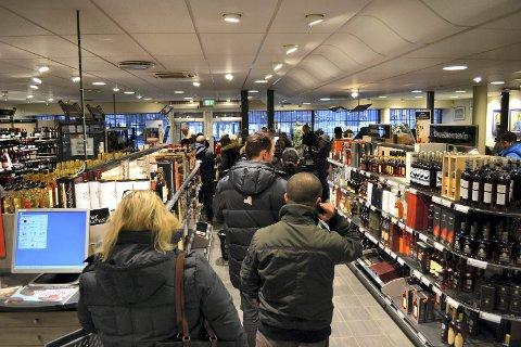 ØKER: Regjeringen øker avgiftene på en rekke varer, blant annet alkohol.