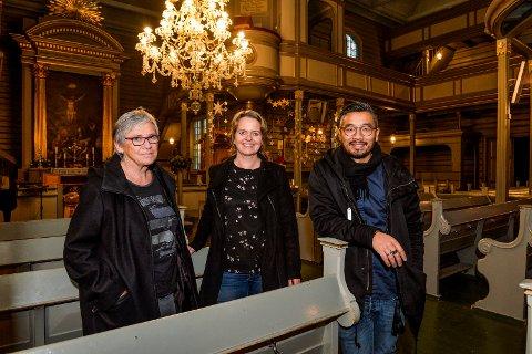 SANDAR KIRKE: «Lys i mørke» konserten har vært arrangert i 33 år. Berit Borgersen, Bjørg Trondsen Bang og kapellmester Hoang Uy klar for den 34 utgaven av veldedighetskonserten.