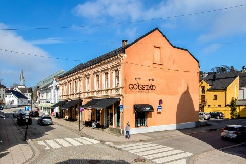 GAMMEL: Borgegården øverst i Storgata er oppført i jugendstil i 1883. Nå skal den få ny eier.