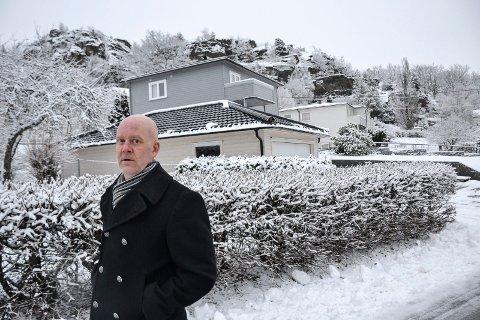 RIVES: I sommer bygde Vidar Ødegaard dobbelgarasje i hagen i Øvre Lundenvei. Om noen år vil både den og huset i bakgrunnen gå tapt.