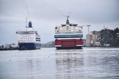 ØKER MARKEDSANDEL: MS «Color Viking» (t.v.) frakter fortsatt flest passasjerer, men Fjord Line med MS «Oslofjord» tar innpå. Sistnevnte har nå passert «Bohus» i antall reisende.
