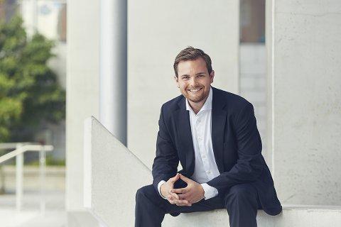 KLAVERSTJERNE: Christian Hundsnes Grøvlen (27) spilte under Fjord Classics i fjor sommer. Han er fra Bergen og spiller klassisk piano.
