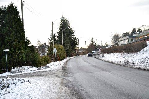 INDUSTRIVEIEN: Grunneiere langs østsiden (til venstre) av Industriveien på Vesterøya må avstå arealer for en planlagt gang- og sykkelvei.