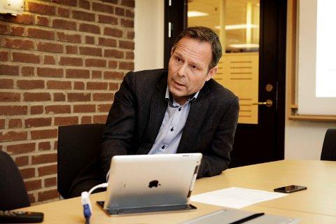 LEDER UTREDNINGSARBEIDET: Assisterende rådmann Simen Seeberg har fått oppdraget med å vurdere om sammenslåing til «én teknisk etat» er en god idé.