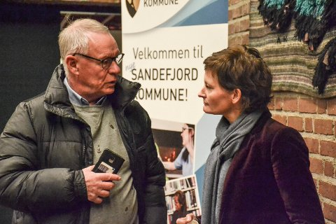 VIL KARTLEGGE: Kommunen mangler kunnskap om levekår, mener Anne Strømøy (H). Til venstre står Høyres gruppeleder Tor Steinar Mathiassen.
