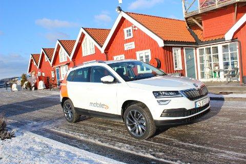 PRAKTISK NYKOMMER: Nye Skoda Karoq er en vellykket miks av fleksibil og SUV.