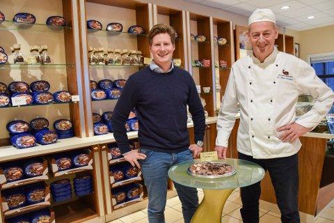 FAR OG SØNN: Adrian Forsberg (t.v.) tok i januar over jobben som daglig leder ved Hval Sjokoladefabrikk fra sin far, Rolf Rune Forsberg.