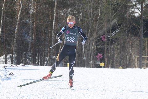 TILBAKE: Runars Matias Bjørnflaten Øvrum (18) er tilbake på langrennsskiene, en knapp måned etter at han måtte forlate skisporet kraftig blødende. I helgen var han med på norgescupavslutningen i Alta.
