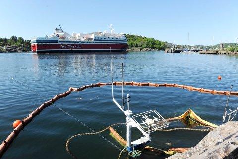 INGEN FARE: Ifølge havnesjefen utgjør ikke skøyta som har sunket på Framnes noen forurensingsfare.