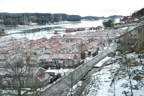 FIKK KRAV: Denne hagebyen på Brunstad i Stokke sto ferdig i 2005. Kommunen pålegger nå alle de 665 boenhetene vann- og avløpsgebyr, men frafaller et krav om etterbetaling på 2,2 millioner kroner for de tre siste årene.