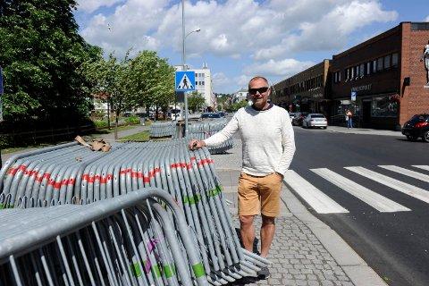 FORSIKTIG START: De store forberedelsene til sykkel-NM starter lørdag ettermiddag. Anders Besvold Hansen forteller at gjerdene foreløpig er satt i depoter langs løypetraseen.