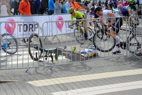 VELT: André Heggø fra Høyanger fikk et ublidt møte med asfalten fredag kveld.