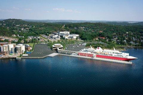 NY TERMINAL?: Slik tenker Fjord Line seg en ferdig utbygd terminal på Vindal. Går det som planlagt står terminalen klar til bruk i god tid før 2025. Fabrikken til Jotun ligger i bakkant midt på bildet.