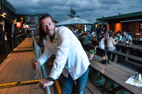 UTSETTER: Tom André Tveitan hos James Clark var fornøyd med fjorårets ølfestival. Den planlagte utgaven av årets festival har arrangørene valg å utsette til neste år.