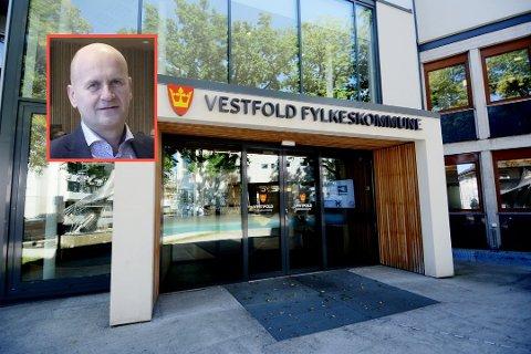 KRITISK: Fylkesordfører i Vestfold fylkeskommune, Rune Hogsnes, er glad rådmannen tar tak i Thorbjørnsen-saken.