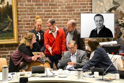 Hilde Hoff Håkonsen (Ap) (helt til venstre) skrev at bare menn har vært ordførere i Sandefjord. - Det vi trenger er en tydelig opposisjon, skriver ansvarlig redaktør Steinar Ulrichsen (innfelt). De andre på bildet er: Charlotte Jahren Øverbye (SV), Kjetil Olsen (Ap), Arild Theimann (Ap), Nils Ingar Aabol (Ap) og Wenche Davidsen (Ap).