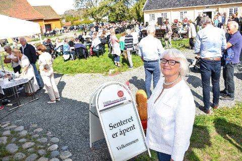 GODT BESØK: Unni Aspaas er leder av Pukkestad-gruppa. Lørdag ledet hun Åpen Dag ved gården. – Vi traff med været, sier hun.