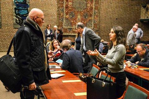 NEDSTEMT: Lozan Balisany (Ap) fikk ikke flertall for et fellesforslag om å ta imot flere flyktninger. Til venstre står partifelle Oddvar Myklebust.