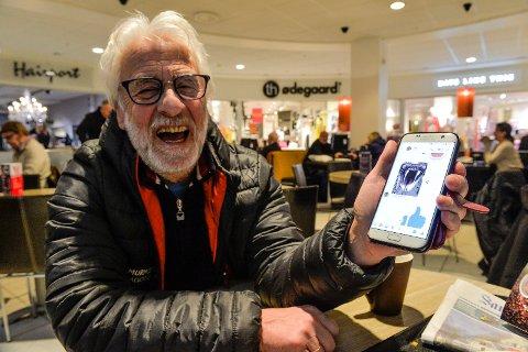 SLANGEN: Arvid Halvorsen (70) ser på Facebook som en underholdningskanal. Her har han nettop skremt fotografen med en slangevideo.
