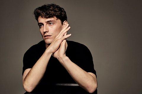 SINGELDEBUTANT: Bård Mathias Gidefeldt Bonsaksen (23), som går under artistnavnet BAARD, lanserte nylig sin debutsingel.